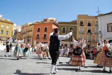 Villena se llena de danzas y músicas en su 28º Festival de Folklore