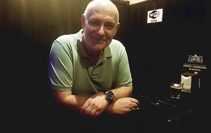 "Francisco Veiga: ""Es continuar la vida que mi padre como escritor no pudo tener porque falleció realmente joven. Sobrevivir a la muerte de mi padre"""