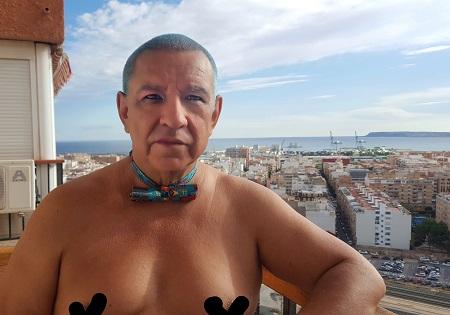 """""""ESA SÍ SOY YO"""". La performance de Manuel Velandia que redefineix els límits del que és socialment possible"""