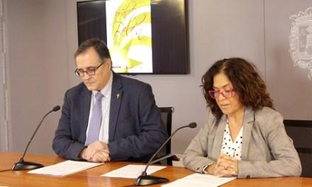 La regidora de Cultura d'Alacant presenta el Pregoner de la Setmana Santa 2019