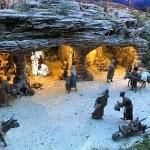 Inaugurado el belén municipal de La Glorieta en Elche con 900 figuras