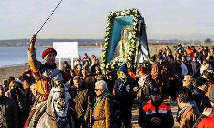 Visitelche edita 20.000 recortables de la Venida de la Virgen per a promocionar aquesta festa entre els més xicotets