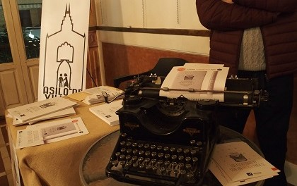 Literatura y comercio se unen en Villena por una buena causa
