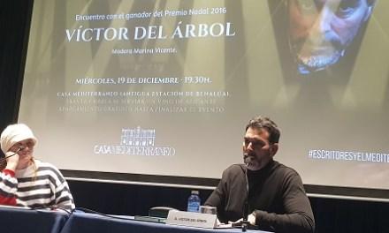 """Víctor del Árbol: """"Los personajes son personas hechas con un puñado de palabras"""""""