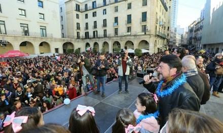La Festa de Cotilló Infantil reuneix a més de 3.000 persones en la Plaça de l'Ajuntament d'Alacant per a l'adeu de l'any