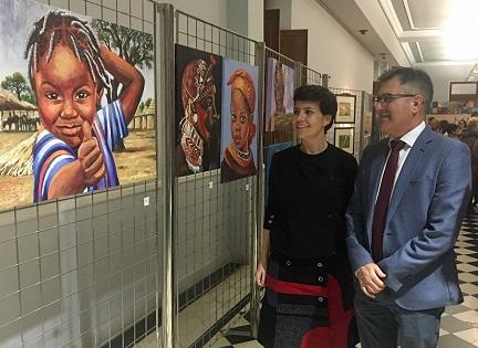 La Diputación de Alicante se involucra en una muestra solidaria que persigue recaudar fondos para proyectos sociosanitarios en Togo