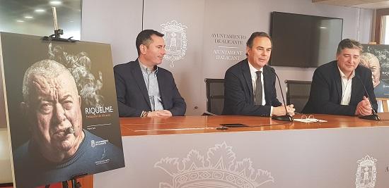 """L'Ajuntament d'Alacant inaugura una sèrie de biografies de personalitats alacantines amb el llibre """"Riquelme: ambaixador d'Alacant"""""""