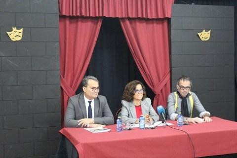 Concejala de Cultura María Dolores Padilla, con el director del teatro Principal Francesc Sanguino y el artista Valiente Verde