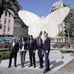 La escultura 'La Mariposa' de Manolo Valdés ya luce en su nueva y definitiva ubicación que es la Plaza de Galicia