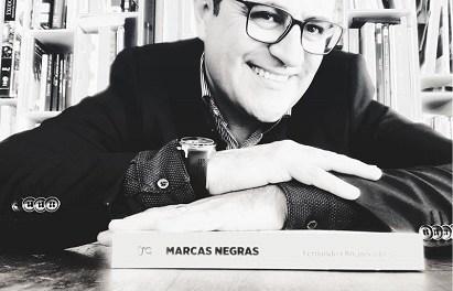 """Fernando Olivares presenta su libro """"Marcas Negras"""" en la Sede Ciudad de Alicante"""
