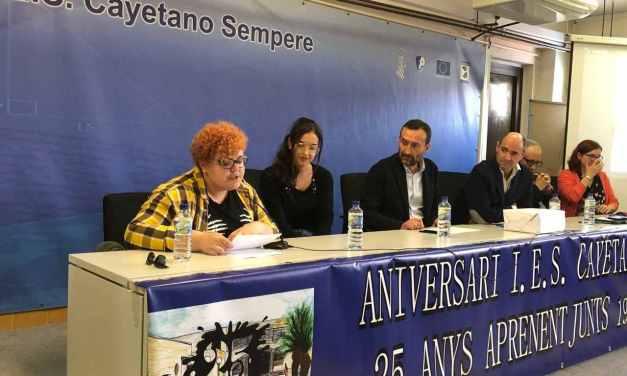 L'institut Cayetano Sempere reivindica el paper de les iaies en el seu XXV aniversari