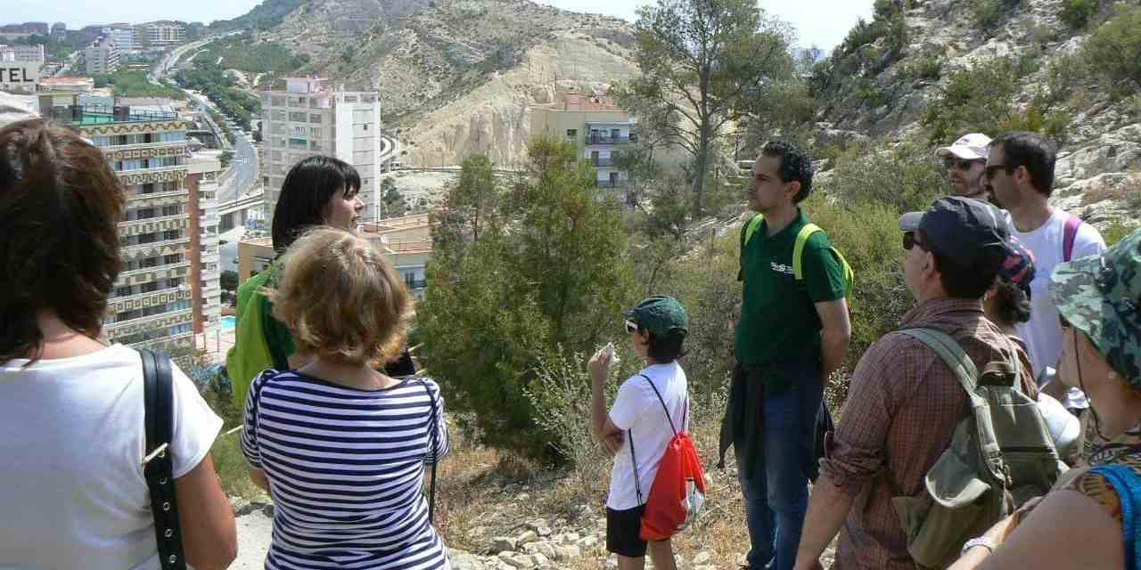 L'Ajuntament d'Alacant presenta el programa de Senderes de Primavera amb nous recorreguts per a veure la posta del sol i el vespre en la badia d'Alacant
