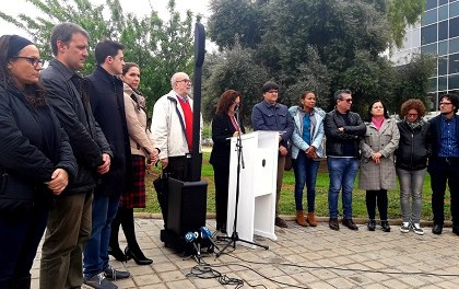 """L'Ajuntament d'Alacant ret homenatge a les víctimes de la Guerra Civil amb una ofrena en el """"Camp dels Ametlers"""""""