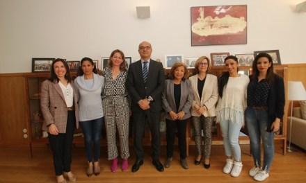 La Universitat d'Alacant i Arakerando uneixen esforços per a afavorir la formació universitària de les dones gitanes