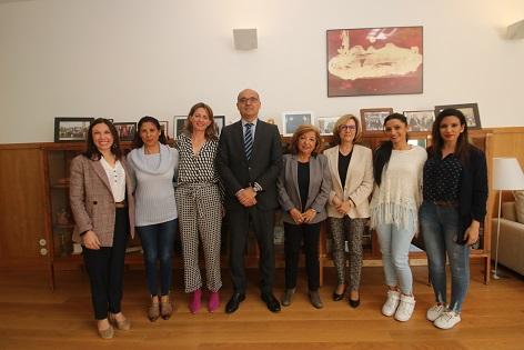 La Universidad de Alicante y Arakerando unen esfuerzos para favorecer la formación universitaria de las mujeres gitanas