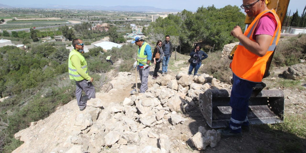 Les primeres actuacions a la ciutat emmurallada de Guardamar deixen al descobert les restes del traçat original de l'antiga muralla