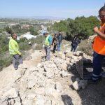 Las primeras actuaciones en la ciudad amurallada de Guardamar dejan al descubierto los restos del trazado original de la antigua muralla