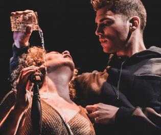 Els viatges del TIRANT li porten aquest divendres al Teatre Arniches d'Alacant: ferides de guerra, ferides de l'amor