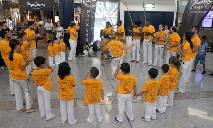 El ritme del Brasil arriba a l'Aljub amb una exhibició de Capoeira i una batucada