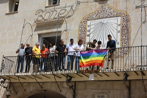 Novelda reivindica la diversitat sexual en la vellesa en la celebració del Dia de l'Orgull LGTBI