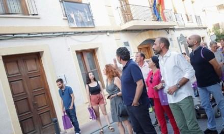 Las calles del casco antiguo de l'Alfàs acogen la exposición fotográfica 'Balconades de Cine'