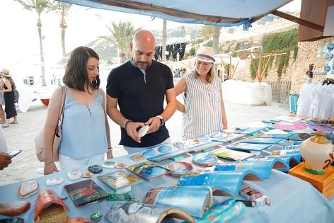 La Feria de Artesanía y la programación cultural de Estiu Festiu regresan a la playa de l'Albir de l'Alfàs del Pi