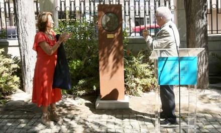 La Diputació d'Alacant inaugura un relleu en honor al pintor José Pérezgil als jardins del Palau Provincial