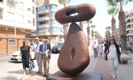Una exposició gegantesca de cinc tones a Guardamar de l'artista asturià Juan Méjica