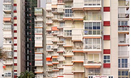 Els Cursos d'Estiu de la Universitat d'Alacant reflexionen sobre les formes arquitectòniques que ha implantat el turisme a la Costa Blanca