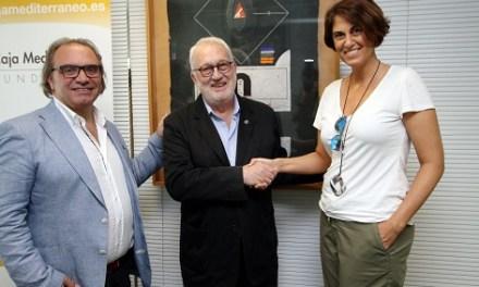 El presidente de la Fundación Caja Mediterráneo recibe la insignia del COACV por su promoción de la arquitectura