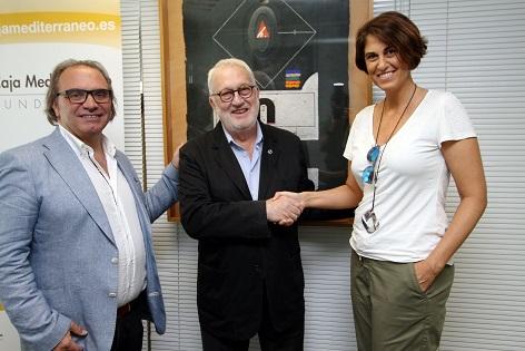 El president de la Fundació Caja Mediterráneo rep la insígnia del COACV per la seua promoció de l'arquitectura