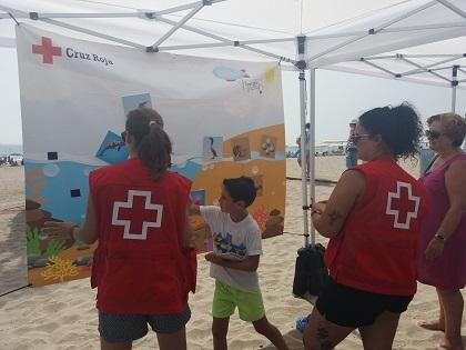 """La playa Carrerlamar de El Campello acoge la exposición """"MEDITERRÁNEO DEJA QUE TE CUIDE"""""""
