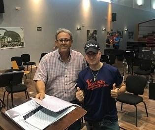 La Banda Sinfónica Municipal y el percusionista Pakito Baeza ofrecen un concierto el domingo 11 de agosto en la Playa de San Juan
