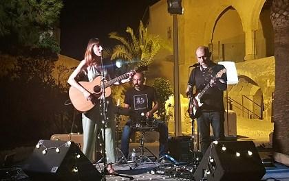 Vera Green en un concert entranyable en quart creixent al Castell