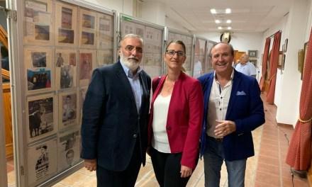 Mª Carmen de España inaugura l'exposició filatèlica que homenatja a Jose Mª Manzanares -pare-
