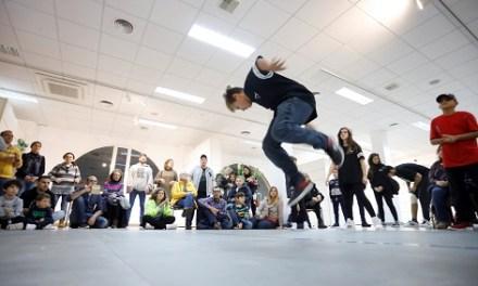 El breakdance irrumpe con fuerza en el décimo tercer Festival Jajaja Risas Navideñas de l'Alfàs