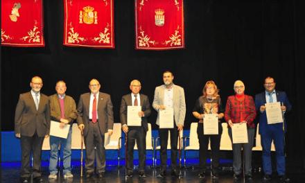 L'homenatge als alcaldes i regidors de la democràcia de El Campello es converteix en un cant al municipalisme que reuneix 400 persones