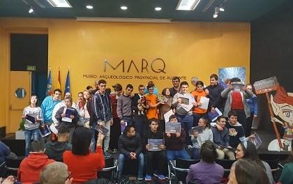 Alumnes del col·legi El Somni recullen el premi al conte guanyador del certamen 'Un MARQ de contes'