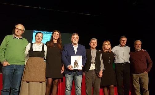 """El llibre de """"Apodos de Villena"""" posa a la venda la seua segona edició"""