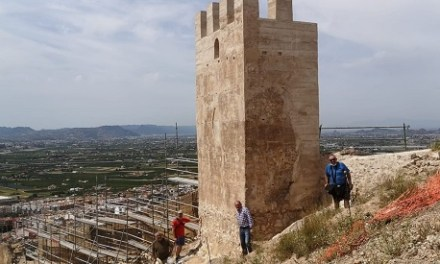 El patrimoni històric d'Oriola reprèn les obres de consolidació i rehabilitació de la muralla de la Torre Taifal del Castell d'Oriola