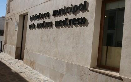 """La Biblioteca Municipal """"Els Nostres Mestres"""" de Finestrat reabre sus puertas con servicios de préstamo, devolución y consulta en sala"""