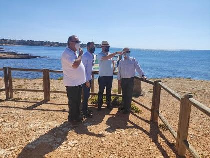 Orihuela estrena senda per als vianants i una guia de camp sobre la flora de la Cala de la Glea en el Dia del Medi Ambient