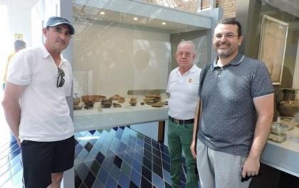 Manuel Sánchez Valentín dóna al Museu de la Mar de Dénia un conjunt de ceràmiques del segle I a. C. trobades al costat de l'escullera nord del port
