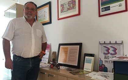 """Ramón López presenta el premi internacional de poesia per a xiquets i xiquetes """"Ciutat d'Orihuela"""" en la seua dècima tercera edició"""