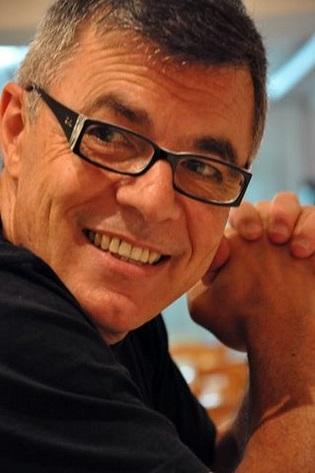 Cruzamos el Puente de los Espejos con… Julio Pavanetti: Al roce de la piel callada