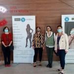 """La edil María Conejero destaca la """"carga emocional y la responsabilidad social"""" de la exposición """"Excusas"""" en Alicante, que denuncia la trata y la explotación sexual de mujeres"""
