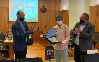 """Alejandro Pedregosa gana el """"Premio Internacional de Poesía para niñas y niños Ciudad de Orihuela"""" 2020 con su obra """"Álbum de Familia"""""""