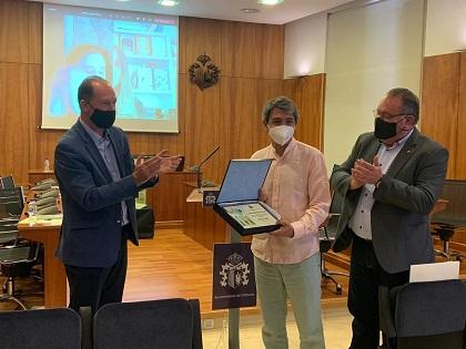 """Alejandro Pedregosa guanya el """"Premi Internacional de Poesia per a xiquetes i xiquets Ciutat d'Oriola"""" 2020 amb la seua obra """"Àlbum de Família"""""""