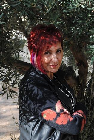Elia Barcelo es galardonada con el Premio Nacional de Literatura Juvenil e Infantil