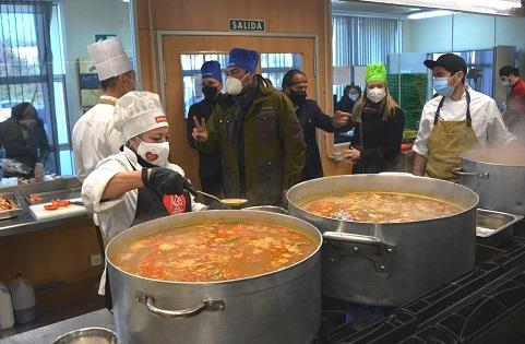 El Ayuntamiento de Alicante hace efectiva la ayuda de 30.000 euros a Alicante Gastronómica Solidaria, que se trasformarán en 6.000 menús para personas y familias vulnerables